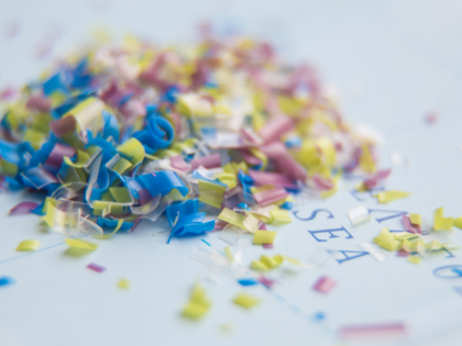 Lotta alle plastiche monouso e alle microplastiche: non c'è tempo da perdere.